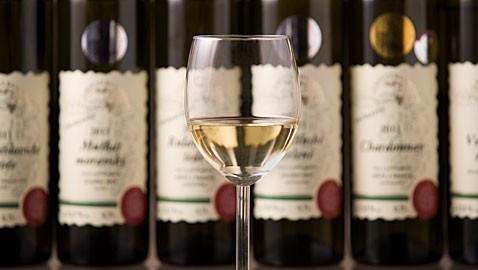Polosuché bílé víno