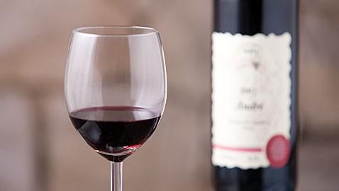Polosuché červené víno
