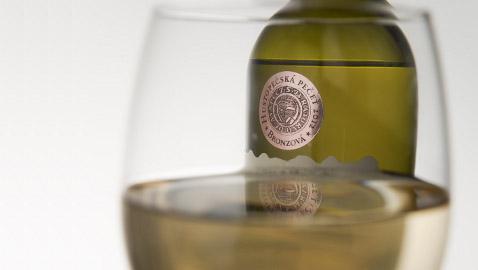Polosuchá vína
